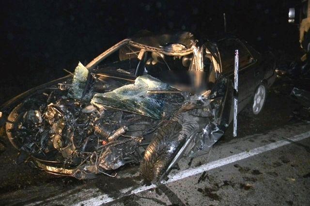 Вот такой стала легковушка после столкновения с грузовиком.