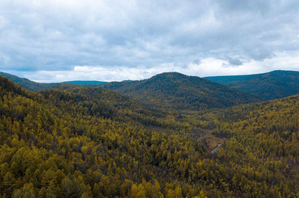 Длина этой местности с востока на запад составляет 190 км.