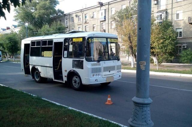 В Оренбурге во время экстренного торможения автобуса пострадала девочка.