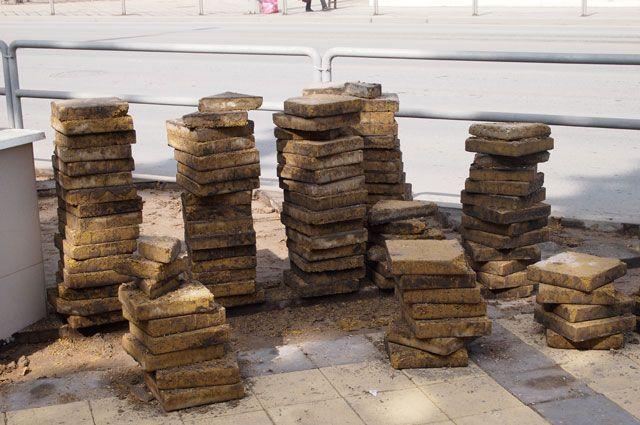 Злоумышленник похитил несколько сотен плиток.