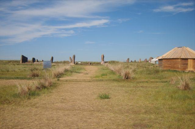 Вертикально стоящие камни весили до 60 тонн.