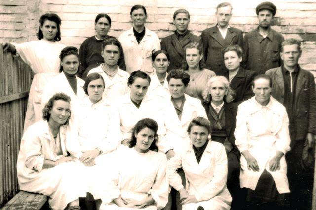Сотрудники санэпидемстанции Ульяновска. 1955 год.