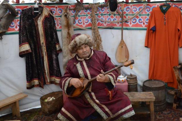 Владимир Челухоев принимает у себя в гостях до 40 тыс. человек в год.