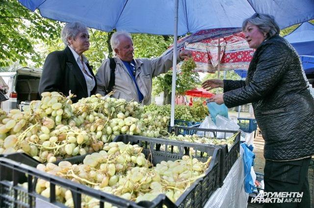 Область полностью обеспечивает себя лишь мясом и картофелем. Овощами - лишь на 58%, ягодами и фруктами - на 53%.