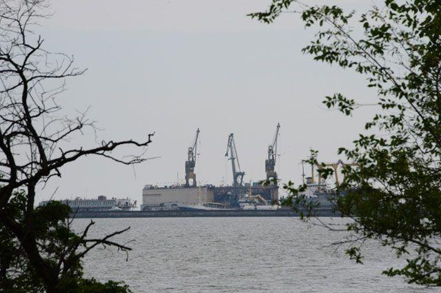 Вид на порт города Мариуполя.