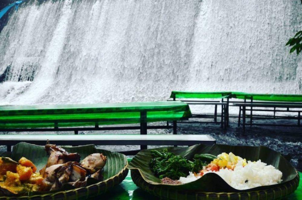Много воды и еды...Это, наверное, рай?