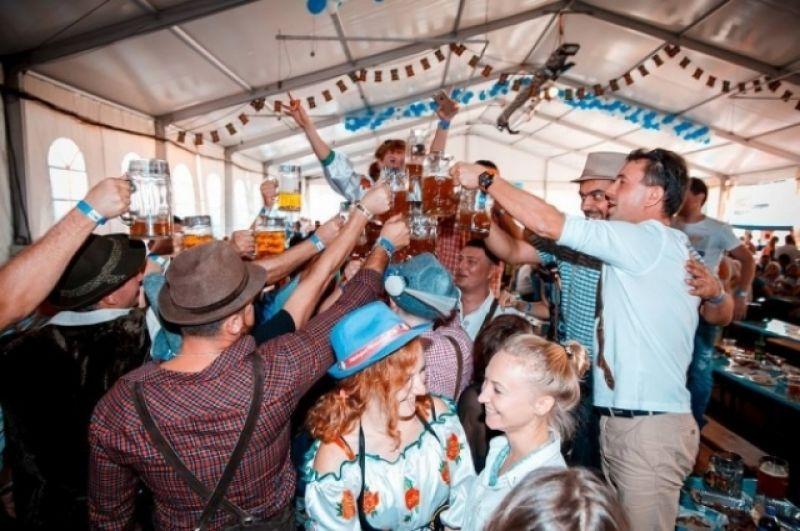 В Украине празднуют не меннее феерично