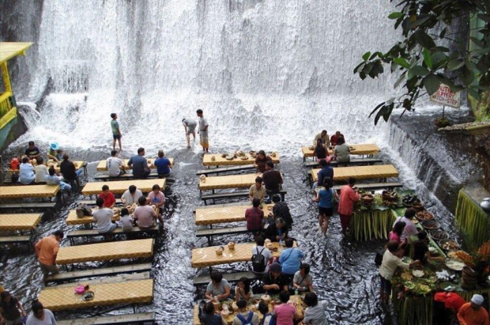 Если вы отдыхаете на Филиппинах, посетите самый необычный водный ресторан.