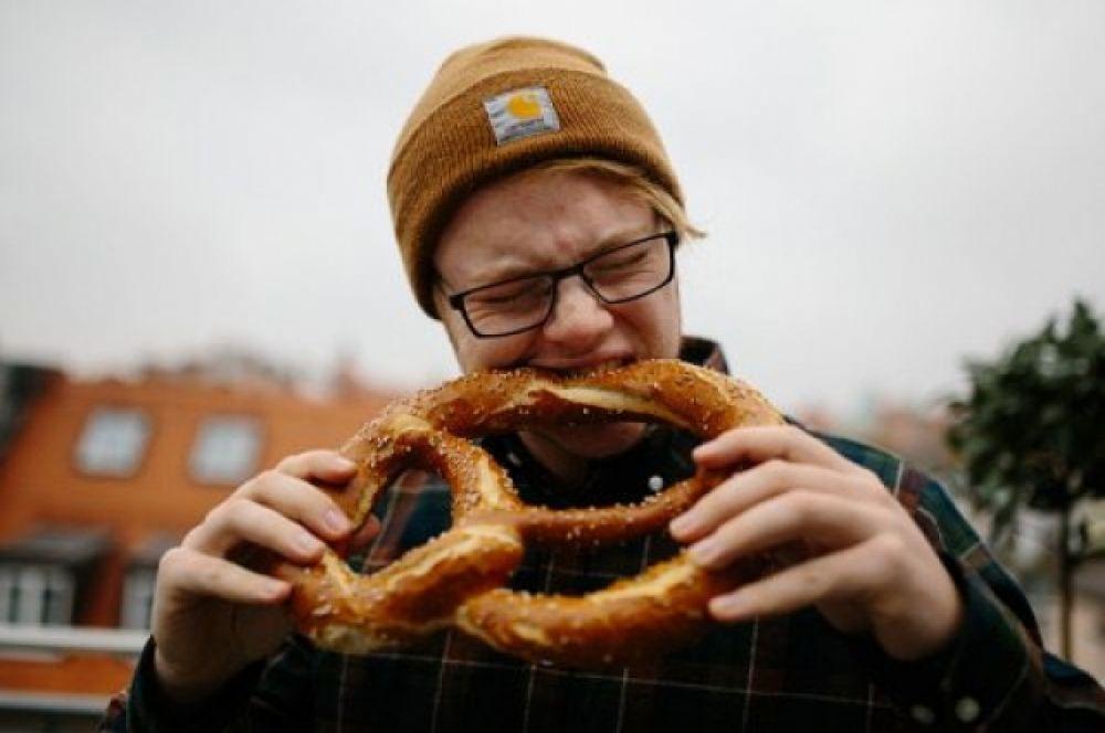 От постоянных резидентов Октоберфеста ожидаются традиционные блюда немецкой кухни: сосиски, колбаски, тушеная капуста и картофель.