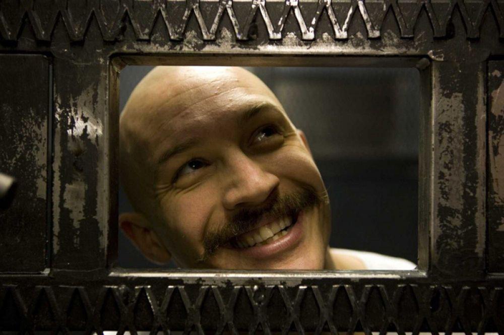 В начале 2009 года Том Харди снялся в фильме «Бронсон», рассказывающем о жизни заключённого Чарльза Бронсона, который большую часть своей взрослой жизни провёл в одиночной камере. Для фильма актёр набрал 19 килограммов.