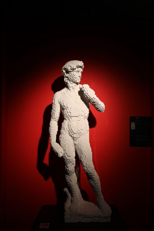 На одну скульптуру уходит от двух до четырех недель.