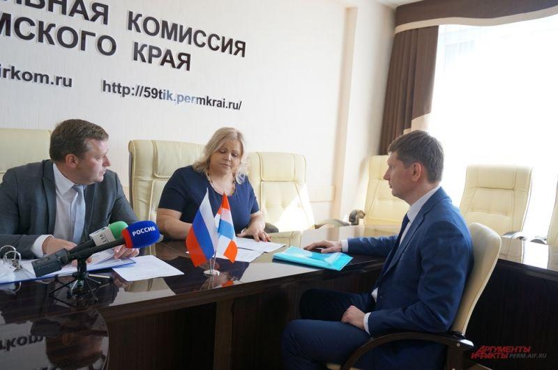 Максим Решетников подаёт документы в краевой Избирком.