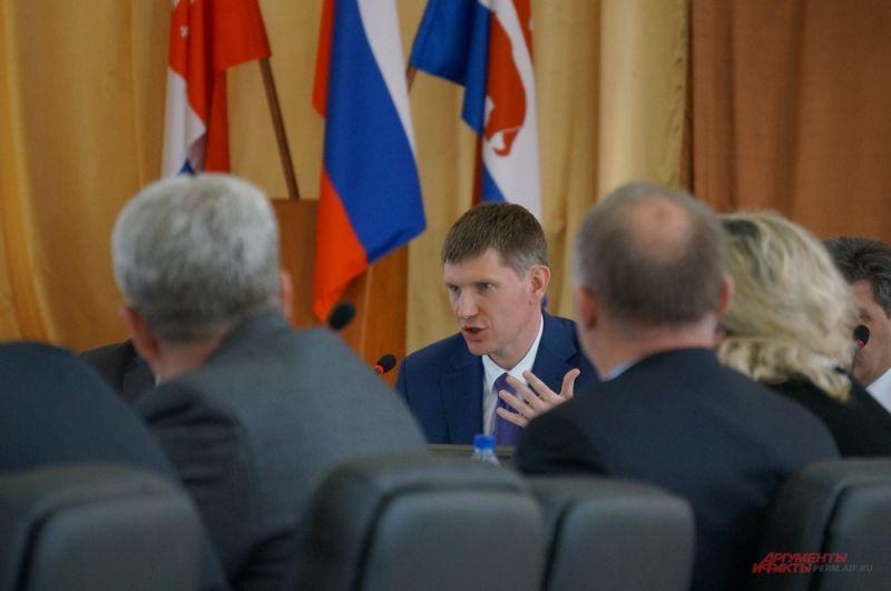 В плотном графике губернатора - многочисленные совещания и встречи.