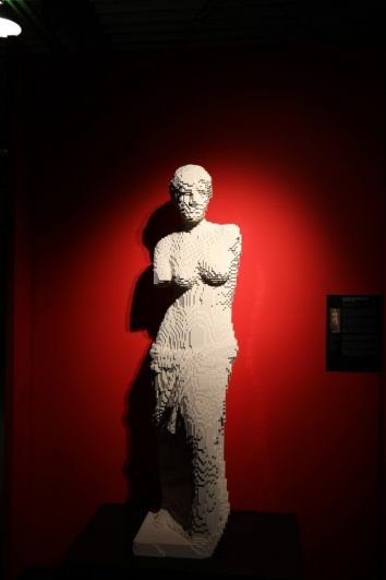 Знаменитые скульптуры не отличить от оригиналов.