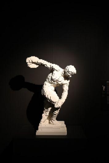 Мастер повторил знаменитые произведения искусства.