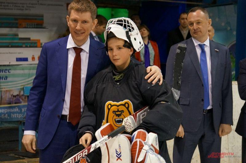 Решетников выступает за поддержку спорта. Главное, как он считает, - сделать его доступным для молодёжи.