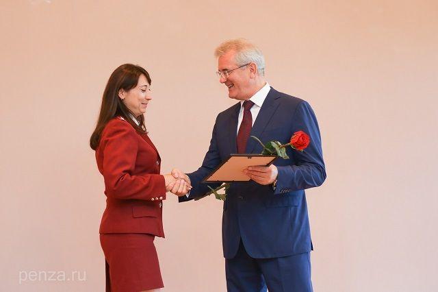 Губернатор поблагодарил сотрудников управления за профессионализм и ответственность.