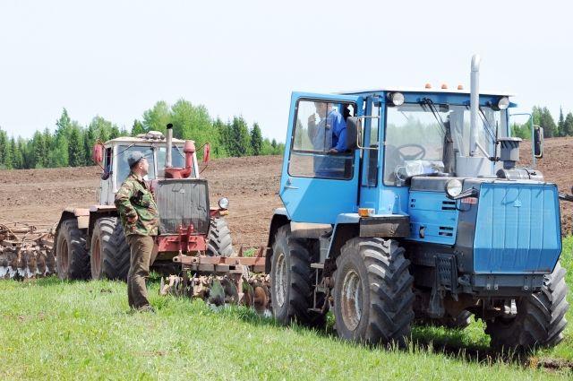Похищенный трактор нашли около соседней деревни.