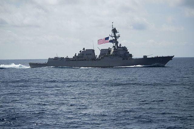 Американский эсминец в Южно-Китайском море.