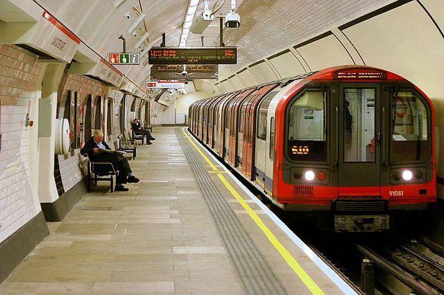 Встолице Англии эвакуировали вторую станцию метро задень