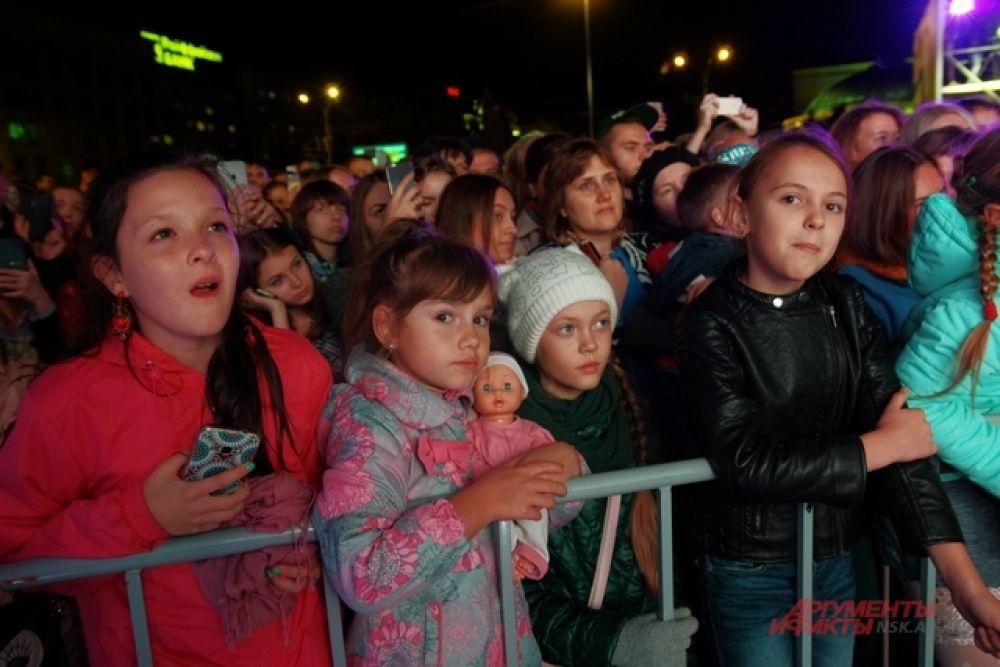 И даже взгляды самых маленьких наблюдателей концерта были прикованы к сцене.