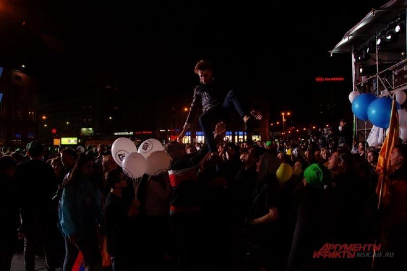А еще привлекали внимание неординарные сибиряки, которые даже в толпе людей могли выделиться и показать себя.