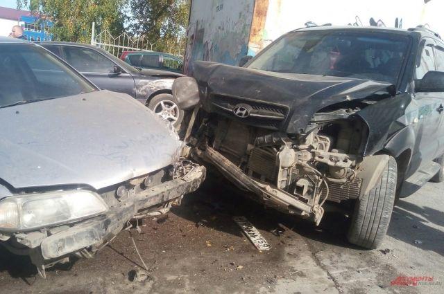 ДТП с участием 5 машин случилось сегодня в Новосибирске.