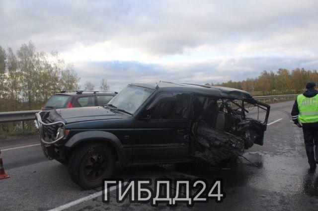В результате 16-летний пассажир легкового автомобиля погиб на месте, ещё один, 11-летний мальчик, госпитализирован.