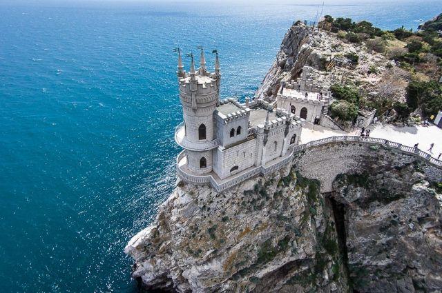 ВКрыму русские власти нелегально пробурили скалу под «Ласточкиным гнездом»: ЮНЕСКО протестует