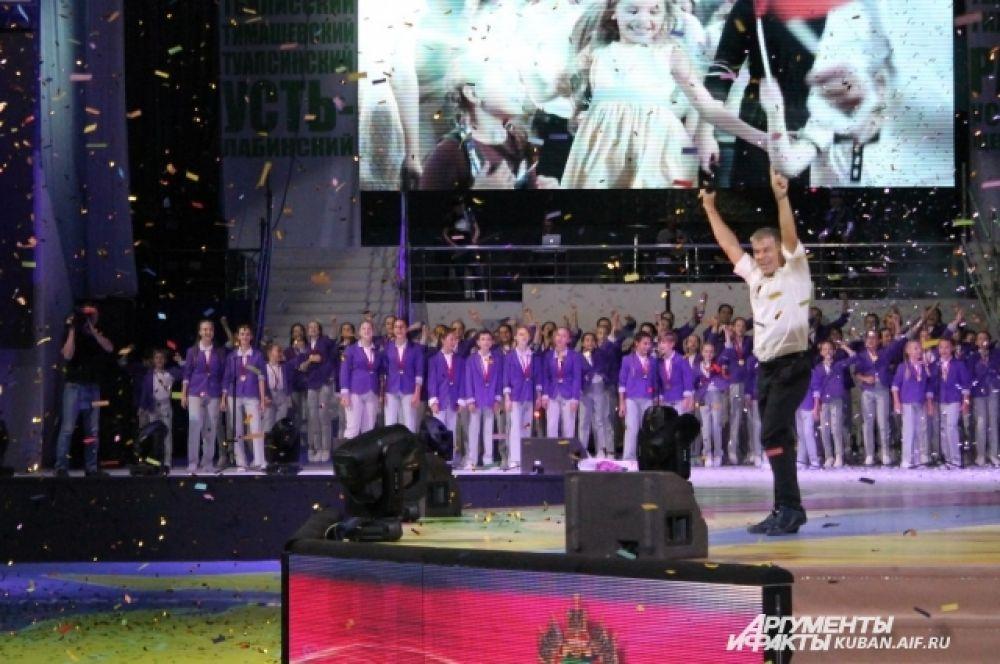 Приглашенным гостем на концерте был народный артист России Олег Газманов.