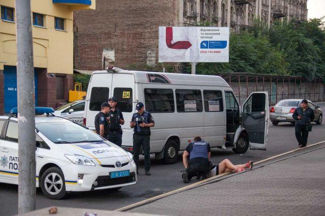 Экстремальная поездка: девушка выпала измаршрутки вцентре города