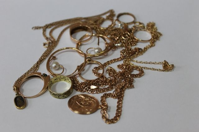 ВКиреевске мужчина похитил золотые изделия изювелирной мастерской отца