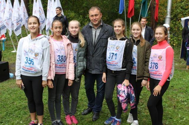 Глава города Илья Середюк приветствовал участников спортивного события.