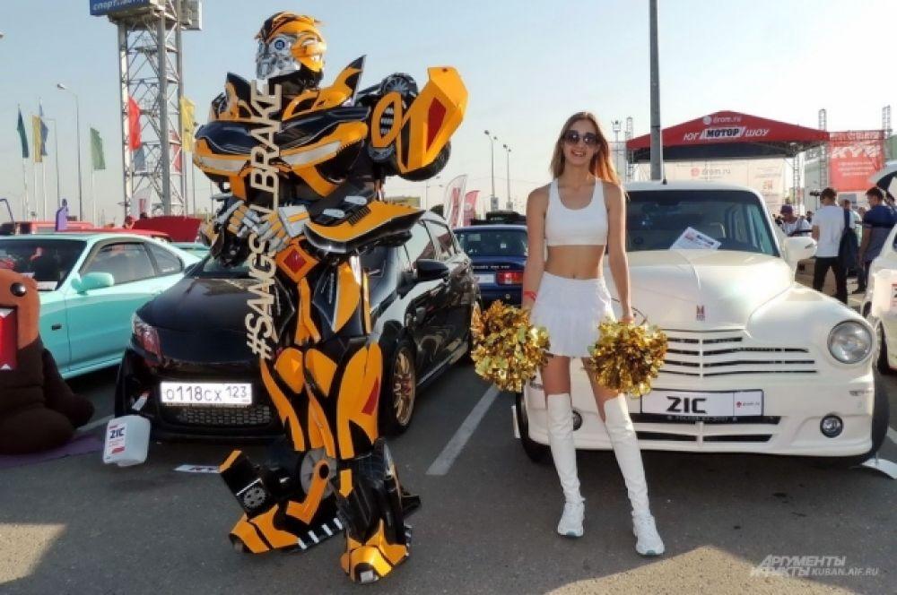 Один из трансформеров тоже отметился на фестивале автотюнинга ЮгМоторШоу.