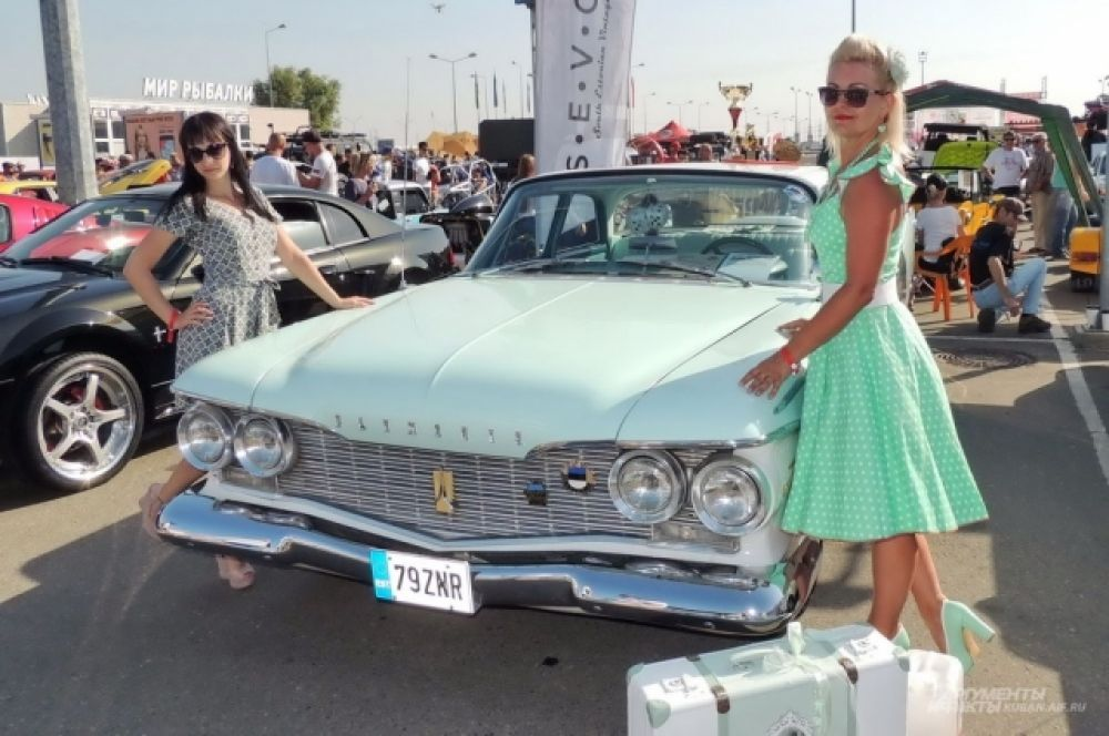 Ретро-автомобиль Plymouth Fury 1960 года выпуска приехал на ЮгМоторШоу из Эстонии.