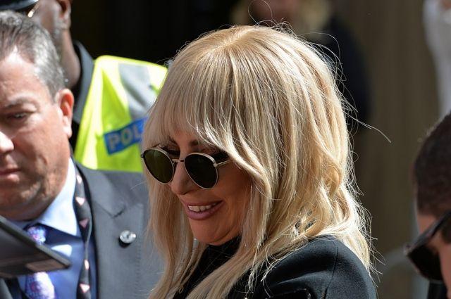 Леди Гага отменила концерты вевропейских странах из-за сильных болей