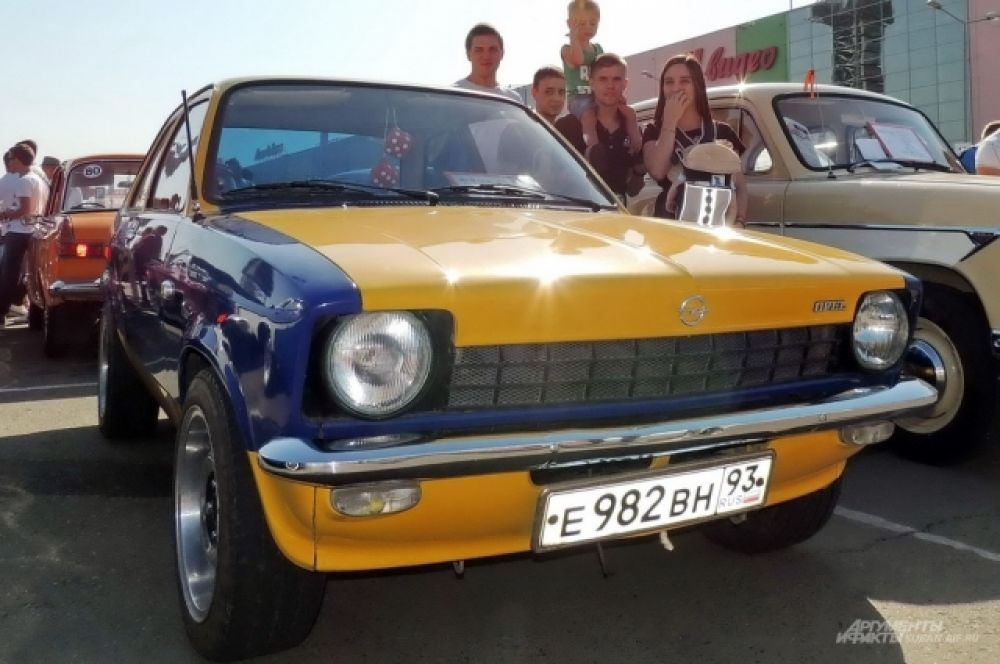 Ретро-автомобиль Opel Kadett C 1976 года выпуска.