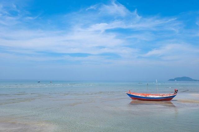 ВТаиланде русский турист провел четверо суток вморе нарезиновой лодке