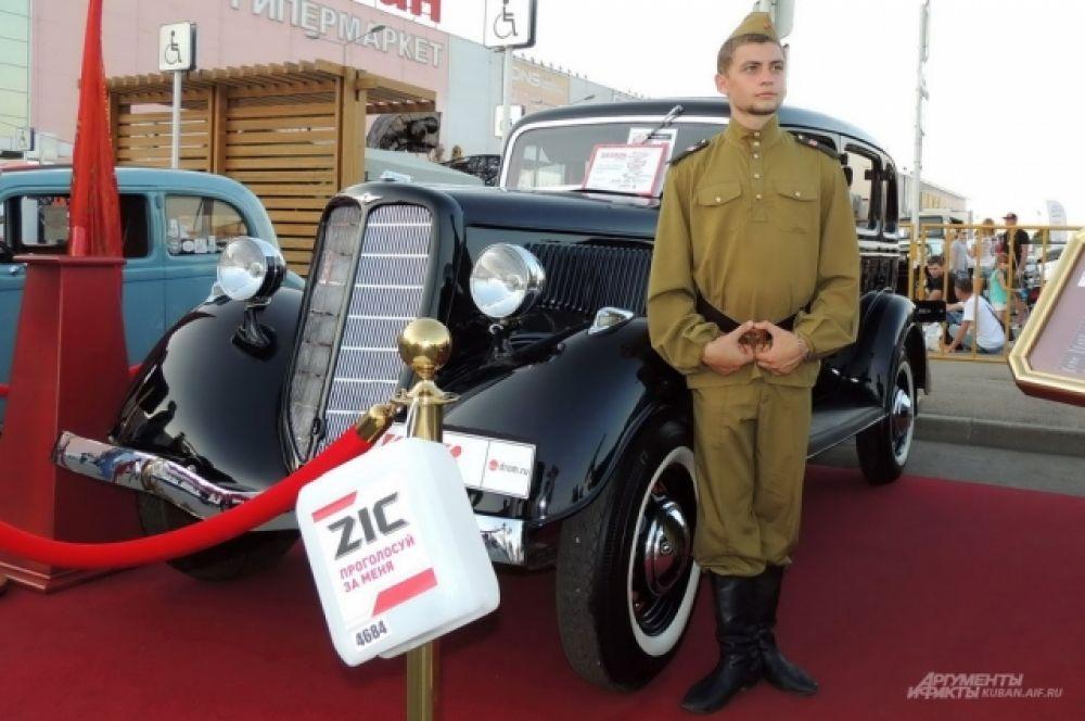 Восстановленный до оригинального состояния ретро-автомобиль ГАЗ М-1.