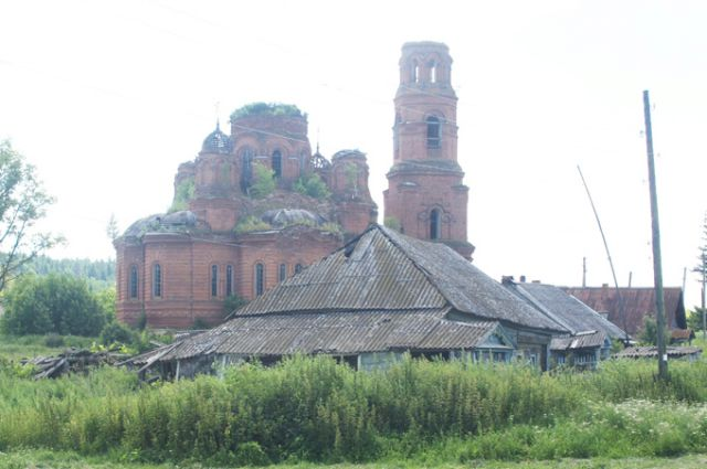 Храм в Городищах постепенно превращается в руины. Он обречён.