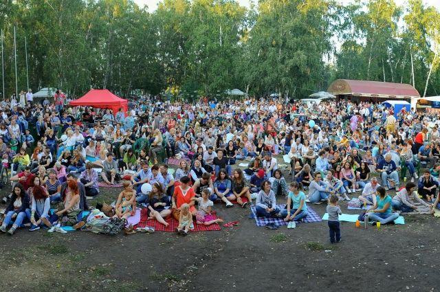 Много просьб также поступило по поводу проведения летних концертов в зале филармонии.