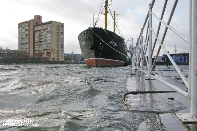 В Калининграде на полметра повысился уровень воды в Преголе.