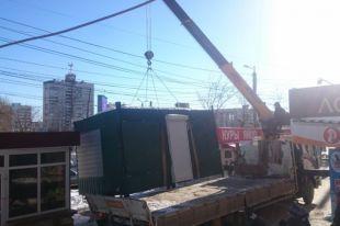 В Челябинске продолжается демонтаж незаконно установленных киосков.