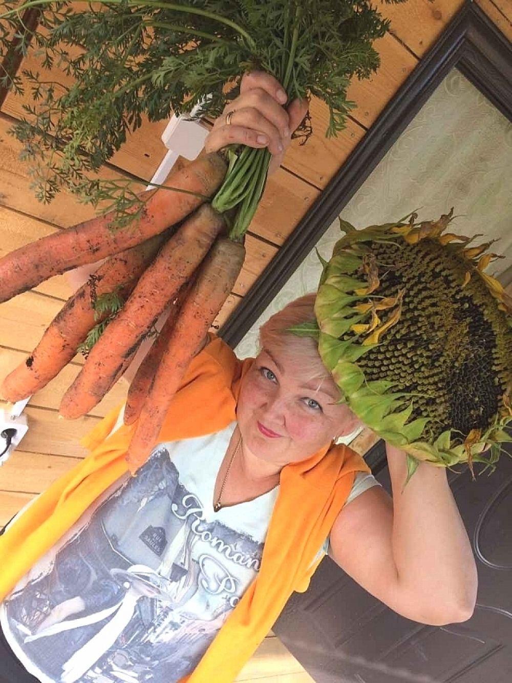 Участник №2. Анжелика Евдокимова, Ангарск. «Удалась морковь у нас, суперовощ - просто класс! Аргументы научили - санкции? Это не про нас!»