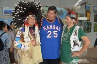 Головной убор шамана делает любого бурята настоящим индейцем.