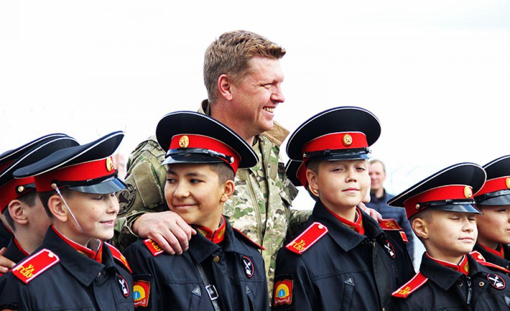 Иван Паршин (Борис Тарасов – позывной «Бизон») быстро нашёл общий язык с местными суворовцами