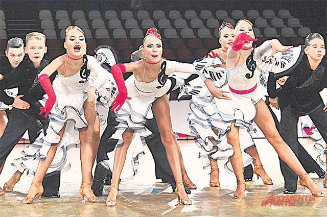 Коллектив клуба «Олимпия» из Железнодорожного  с композицией «Театро» запомнился зрителям.