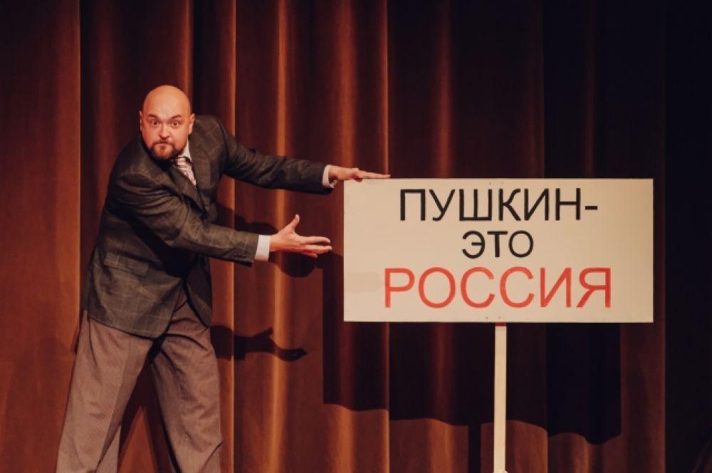 Переплетение больших и малых мифов, штампов, мемов советского времени, его повседневность и наоборот – глобализация.