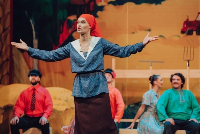 Жанр спектакля обозначен как «драматический концерт».