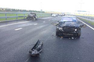 Водитель вспышнувшей машины остался жив, но находится в тяжелом состоянии в больнице.